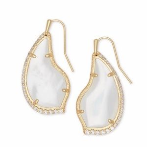 Nwt Kendra Scott Tulip earring gold mother pearl